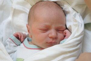 Oliver Majo (3100 g, 50 cm) sa narodil 18. júna Zuzane a Róbertovi z Nemšovej.