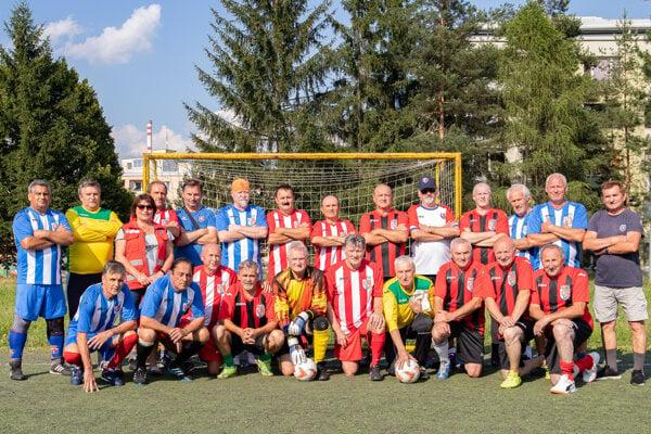Spoločná fotografia účastníkov turnaja šesťdesiatnikov.