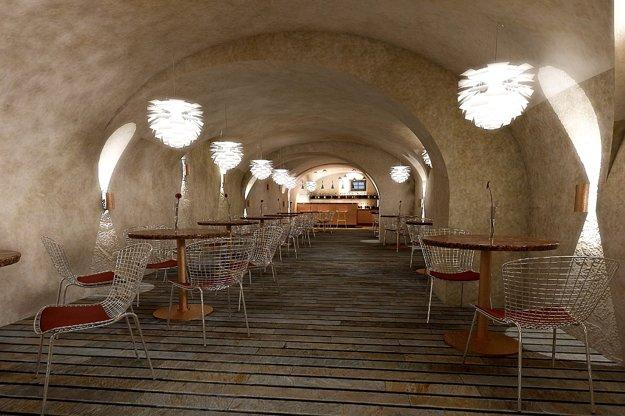 Kaviareň, Dolný hrad – prízemie.