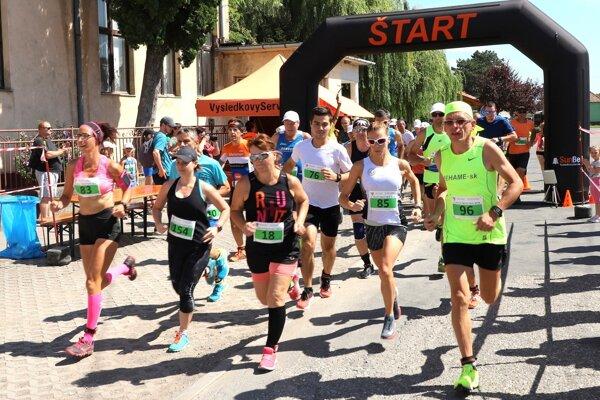 V Matúškove sa bežalo na 10 km alebo 3 km.
