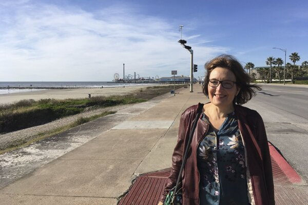 Suzanne Eatonová bola na Kréte účastníčkou vedeckej konferencie.