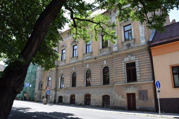 Novohradská knižnica v Lučenci