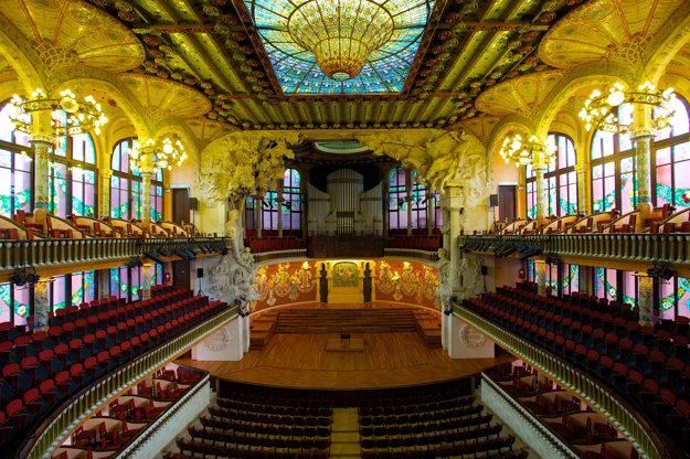 Klasická hudba v krásnom prostredí, aj to ponúka romantická Barcelona.