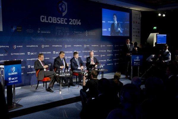 Konferencia pritiahla tento rok aj premiérov Poľska, Maďarska, Slovenska a Česka.