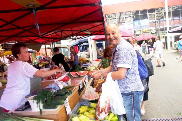 Na tržnici sme stretli aj bývalého riaditeľa Agrokomplexu Mária Dingu.