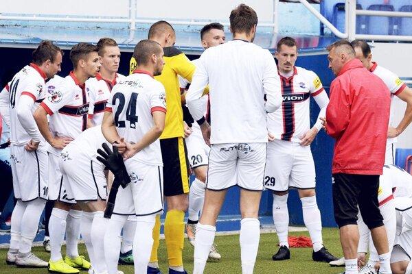 Mužstvo FC ViOn vedie tréner Karol Praženica.