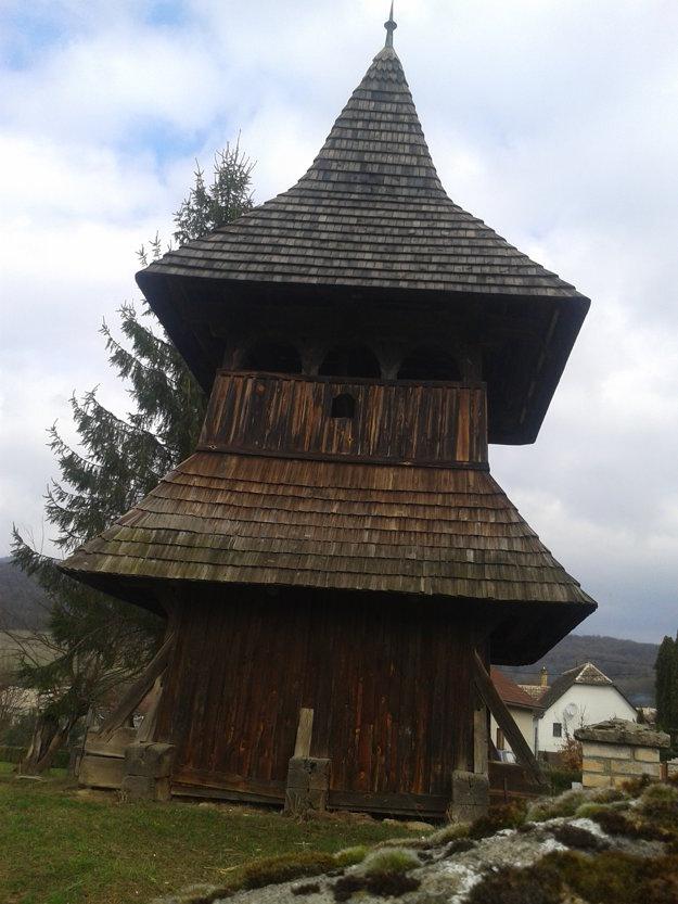 Drevená zvonica v Turíčkach