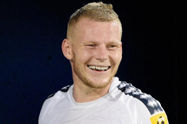 Peter Čögley patrí medzi opory FC ViOn. Aktuálne sa teší z prvého potomka - dcérky Laury.