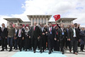 V tureckom hlavnom meste Ankara i v najväčšom meste Istanbul konali spomienkové podujatia na takmer 250 ľudí, ktorí pri pokuse o prevrat prišli o život.