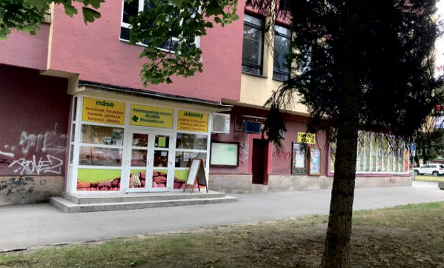 Predajňa mäsa (Námestie S. H. Vajanského,  DO Strojár).