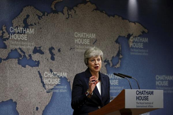 Theresa Mayová vyhlásila, že má obavy o stav politiky v Británii, v Európe, ako aj vo zvyšku sveta.