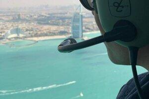 Let helikoptérou nad Dubajom.