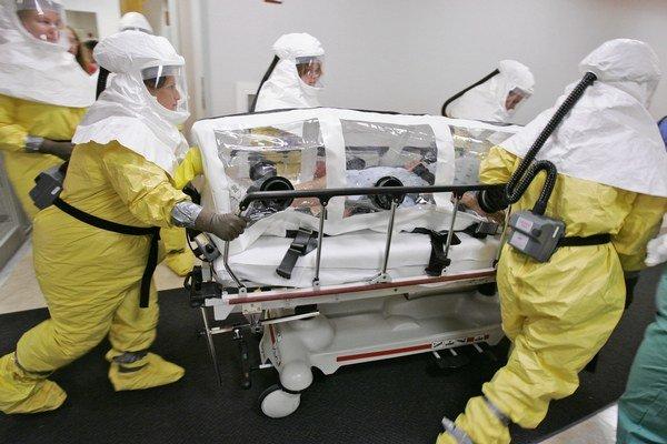 Ebola sa rozšírila už aj mimo Afriky.