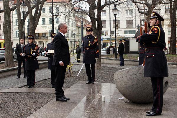 Andrej Kiska si pripomenul výročie Sviečkovej manifestácie.