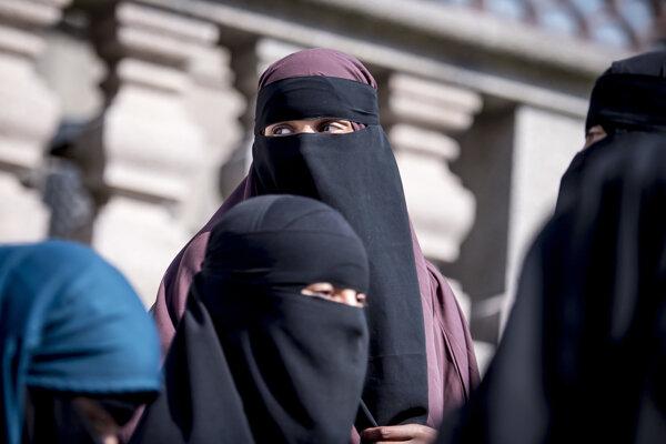 Ilustračné foto - moslimské ženy v nikáboch v Kodani.