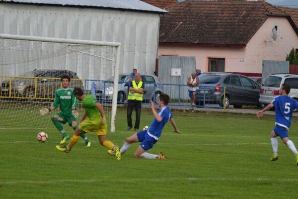 Jediný gól Pruského proti Domaniži dal Lukáč (v zelenom).