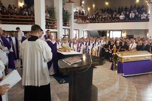 Na pohreb prišlo do Rozhanoviec toľko ľudí, že kostol praskal vo švíkoch a mnohí sa ani nezmestili dovnútra.