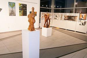 Na výstave sa prezentujú púchovskí i srbskí umelci.