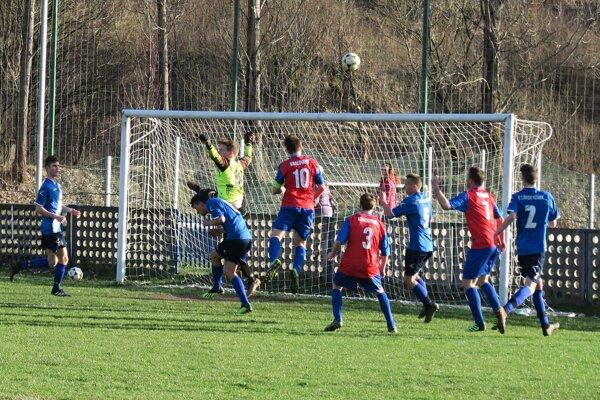 Zo zápasu Kraľovian s Oravským Podzámkom.