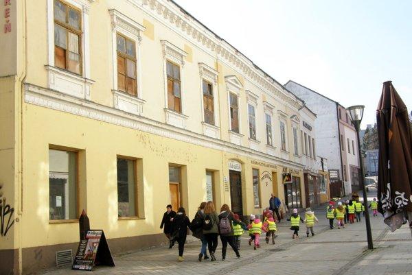 Dom na Kupeckej chátra už dlhé roky.
