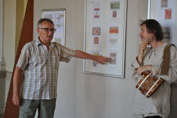 Vľavo: autor výstavy Milan Šajgalík.