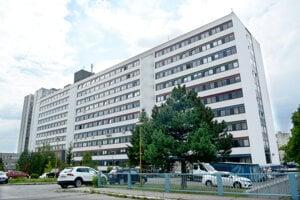 Súd uznal, že na lekárskej fakulte došlo k diskriminácii pri rozdeľovaní odmien.