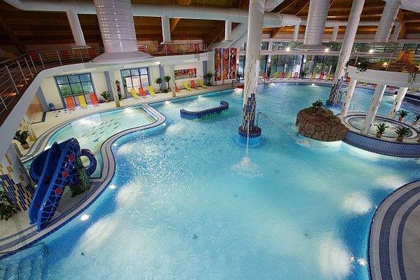 Hotel sa môže pýšiť najväčším vnútorným zážitkovým bazénom s termálnou vodou na Slovensku.