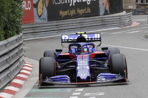 Alex Albon v monoposte Toro Rosso.