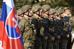 Nástup príslušníkov aktívnych záloh v Seredi v máji 2017.