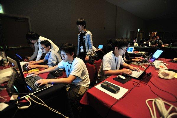 Čínskych hackerov obvinili z útokov.