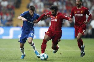 Mohamed Salah (v strede) v zápase Superpohára UEFA medzi FC Liverpool - Chelsea Londýn.