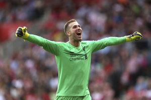 Španielsky brankár Adrián v drese Liverpool FC.