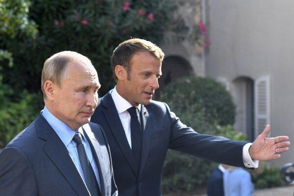 Ruský prezident Vladimir Putin a francúzsky prezident Emmanuel Macron.