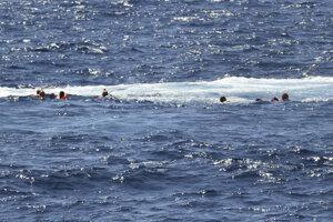 O osude migrantov rozhodne pobrežná stráž.