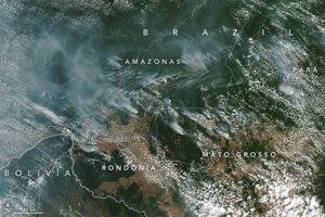 Záber požiarov na rovnakom území z dňa 13. augusta 2019. V polovici augusta satelitné zábery naznačovali, že aktivita požiarov v Amazonskej nížine bola mierne pod priemerom z posledných 15 rokov. V brazílskom štáte Amazonas však bola nad priemerom.
