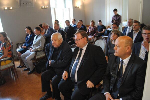 Zmluvy sa podpisovali v Inovačnom partnerskom centre v Prešove.