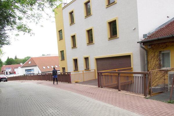 Dom vznikol z lodných kontajnerov.
