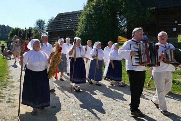 Dožinky v Múzeu slovenskej dediny v Jahodníckych hájoch.