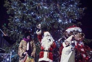 Na vianočnom vystúpení: Martin sa postupne prediera do sveta šoubiznisu, zahral si čerta