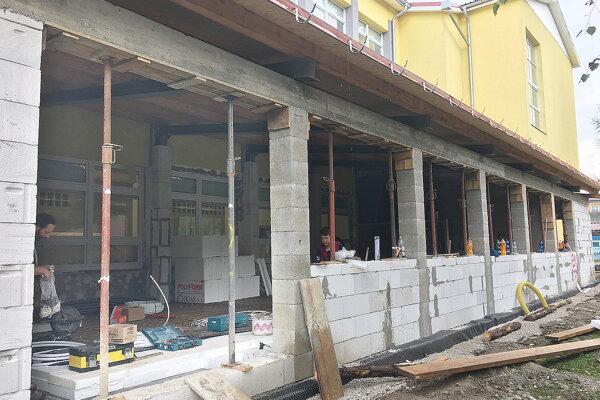 Výdajňa bude v prístavbe k školskému pavilónu.