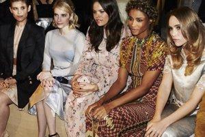 Zľava: herečky Kate Marová, Emma Robertsová, Atlanta Beanová, speváčka Ciara či Suki Waterhousová