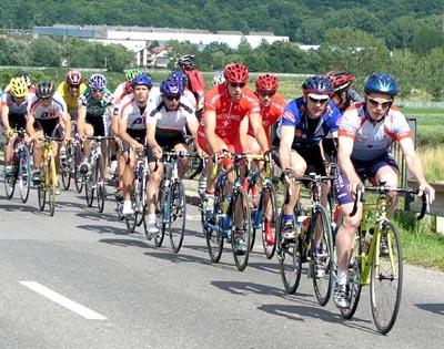 v úvode pretekov jazdil vpredu vlkanovčan stanislav mikulaj i jazdci z ck červený rak andrej čanecký a marián mihaliček.
