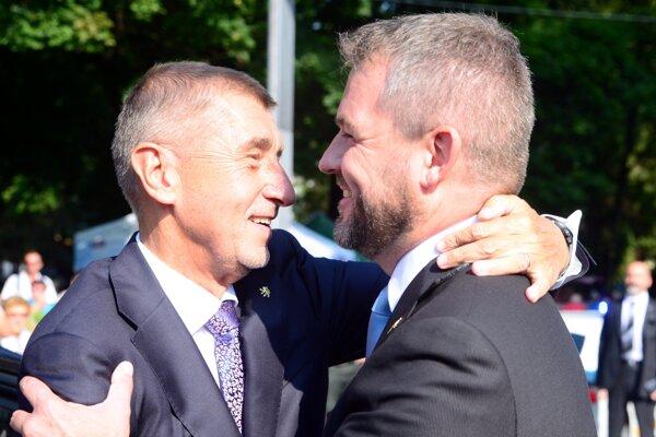 Vítanie slovenského a českého premiéra na oslavách.