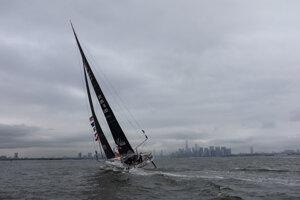Loď Grety Thunbergovej pripláva k New Yorku.