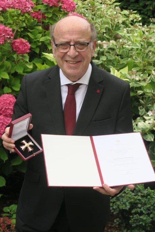 Nedávno dostal rakúsky čestný kríž za vedu a umenie 1. triedy.