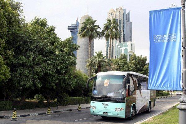 Autobusmi v Katare ľudia príliš nejazdia, účastníci konferencie o klíme áno.