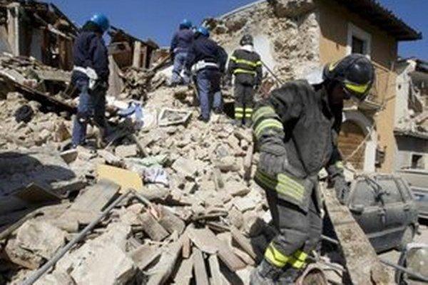 Otrasy zničili historické centrum mesta Aquila.