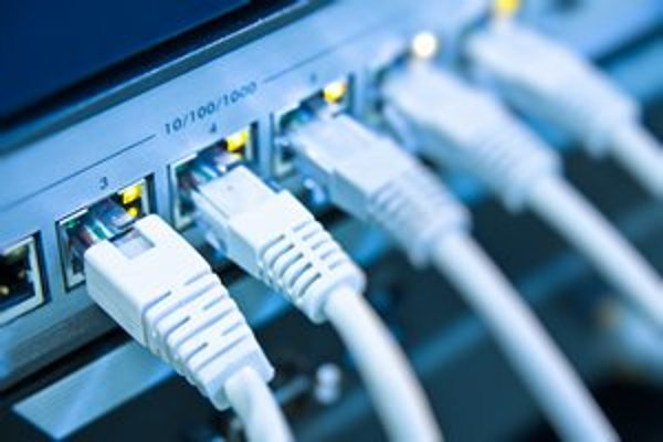 Za využívanie sietí žiadajú operátori poplatky. Suma má závisieť aj od vzdialenosti serverov, najviac by sa poplatok dotkol amerických webov.