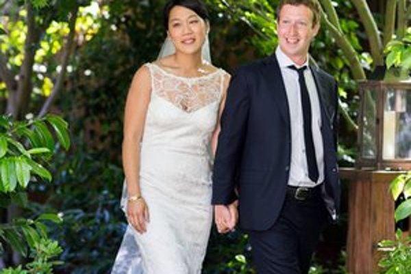 Novomanželia Mark Zuckerberg a Priscilla Chan.