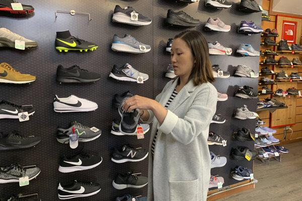 Nové clá sa dotknú aj obuvy.